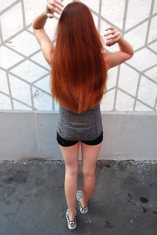 rude włosy henna