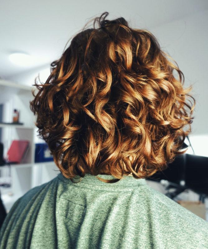 Jak zacząć pielęgnację kręconych włosów?